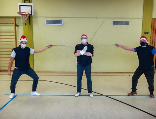 Maske und Abstand halten sind für uns doch alte (Weihnachtsmann-)Hüte!